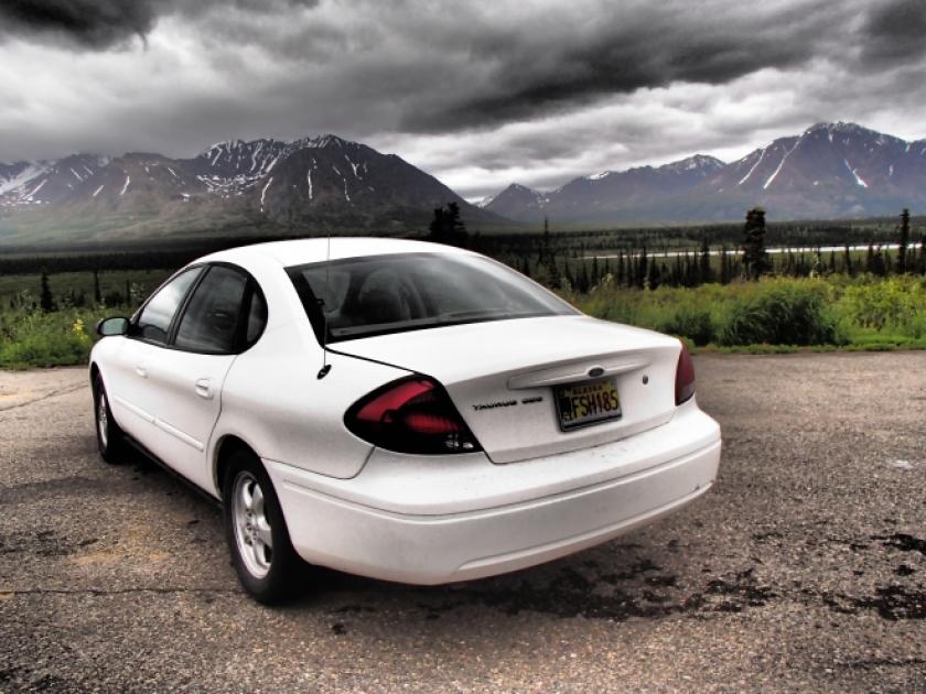 Carro que alugamos no Alasca. Tem um efeito nessa foto, para dá mais destaque ao carro :)