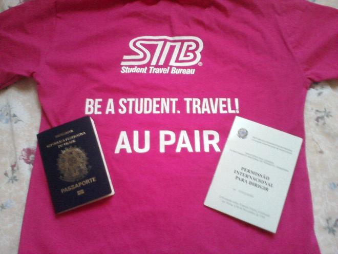 Tudo pronto para embarcar, camiseta da STB, passaporte e PID, que é sua permissão para dirigir nos Estados Unidos.