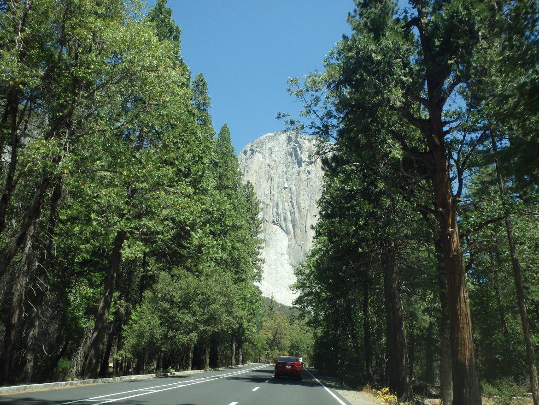 Estrada dentro do Yosemite Park