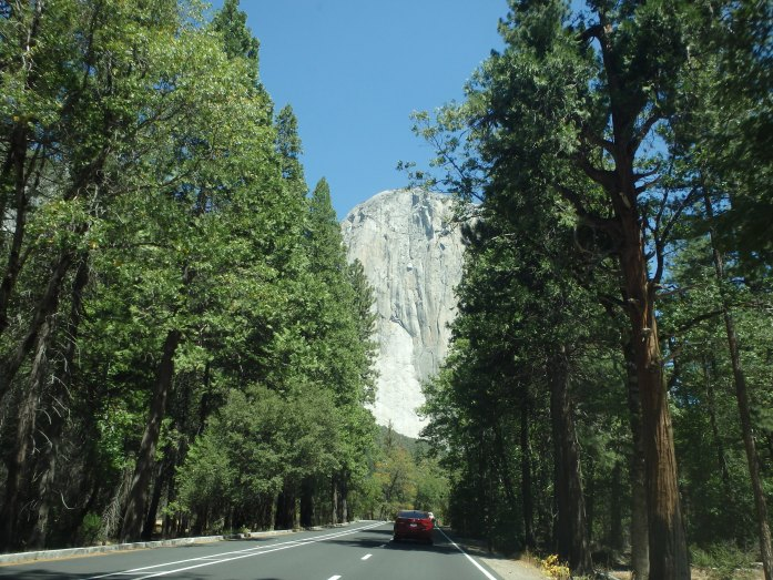 Estrada dentro do Yosemite Park