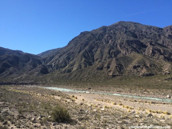 paisagem do ônibus no caminho de Mendoza a Santiago do Chile.1