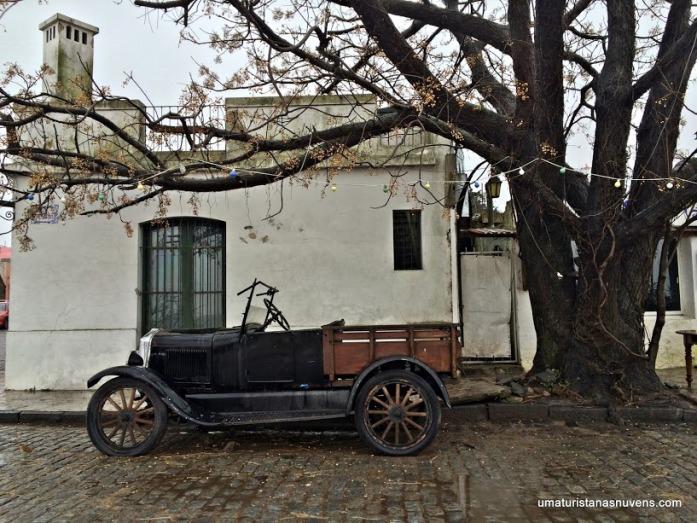 carro-antigo-em-colonia-del-sacramento
