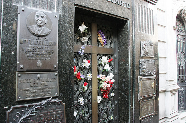 cemiterio-da-recoleta-tumolo-de-eva-peron